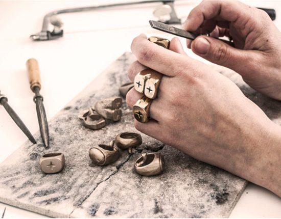 Audrey-mestdagh-lenvers-du-decor-blog-www.lenvers-du-decor.com-mains-atelier
