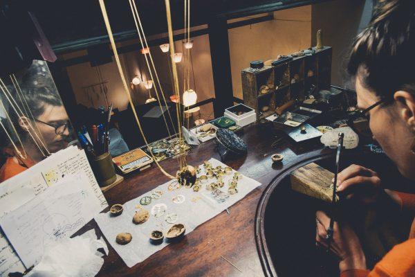 virginie-fantino-lenvers-du-decor-bijoux-établi miroir2 ©Eric Massua