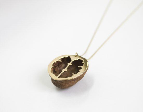 virginie-fantino-lenvers-du-decor-bijoux-noix