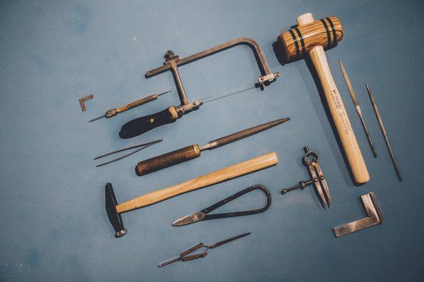 virginie-fantino-lenvers-du-decor-bijoux-outils ©Eric Massua