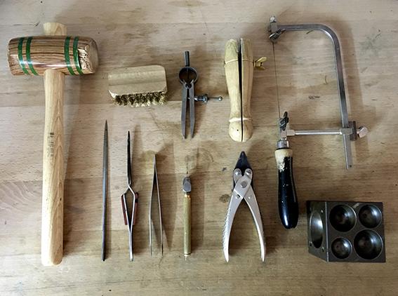 virginie-fantino-lenvers-du-decor-bijoux-outils