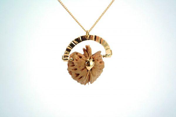 virginie-fantino-lenvers-du-decor-bijoux-sautoir-pêche-profil