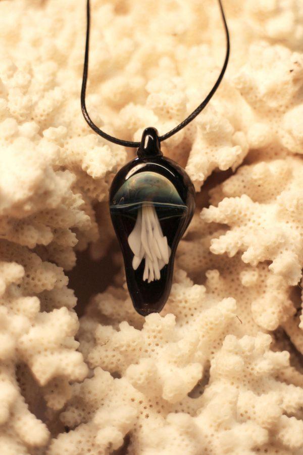 www.lenvers-du-decor.com-pendentif-méduse-verre-latelier-verrerie-du-chat-noir